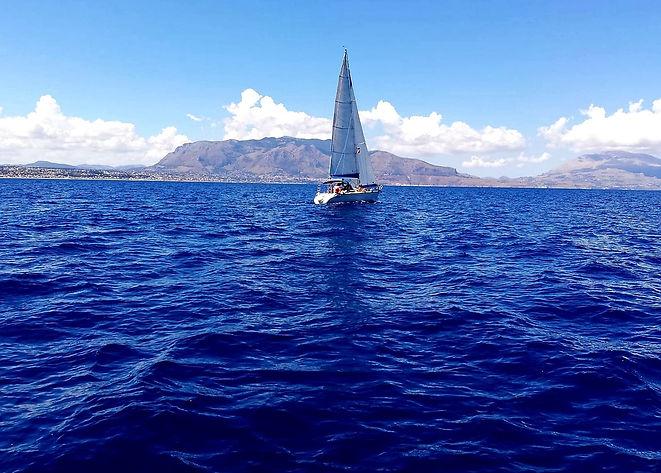 La barca a vela Aquamarine