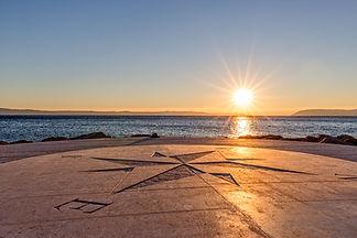 sundown-by-the-sea-623603000_4050x2700.j