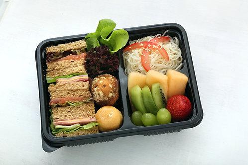 Assorted Sandwiches with Somen 經典三文治配冷素麵