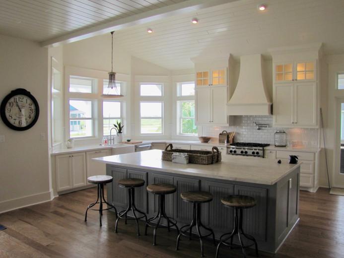 Elegant coastal kitchen