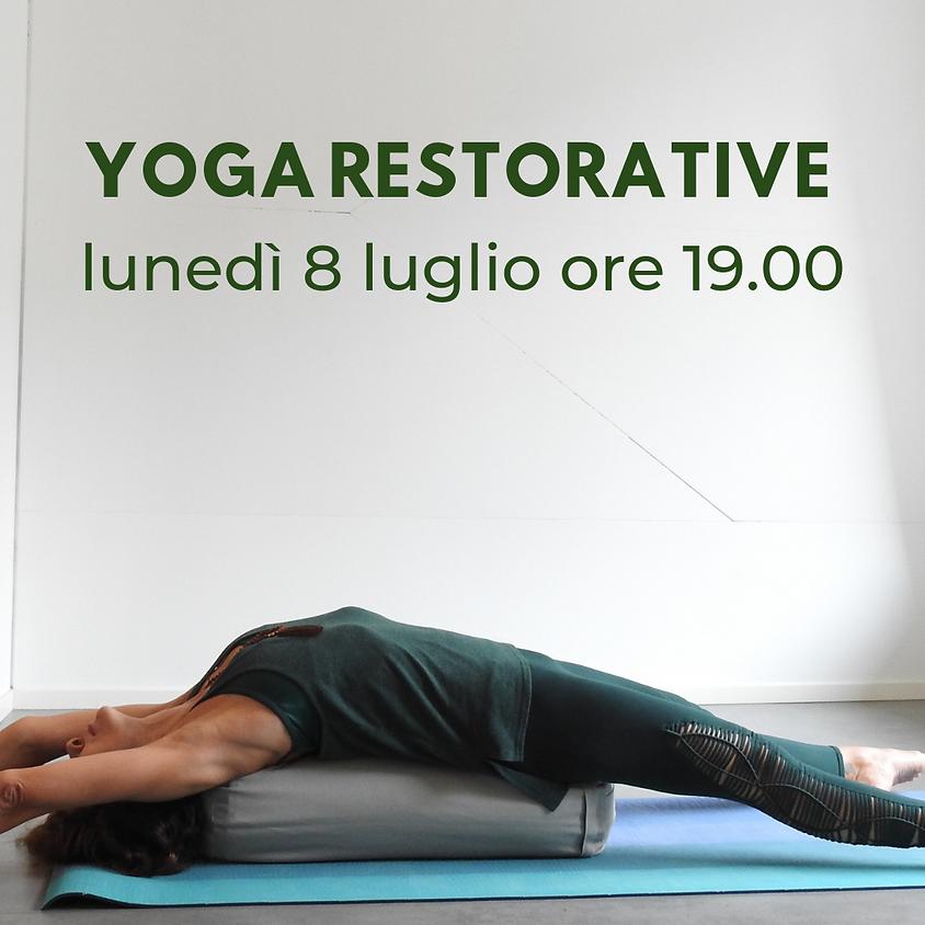 Rigenerati con Yoga Restorative ogni lunedì alle ore 19.00