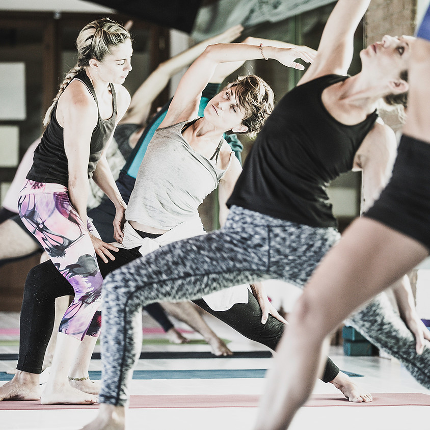 Dharma Yoga Masterclass con Ambra Vallo
