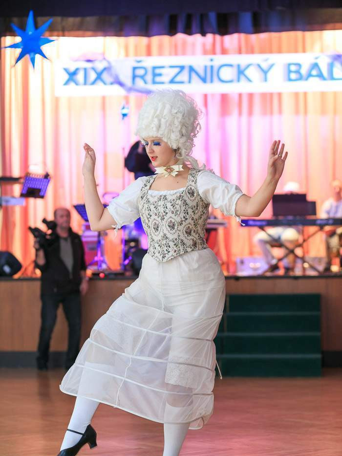 retro modni prehlidka plavek tanecni sou