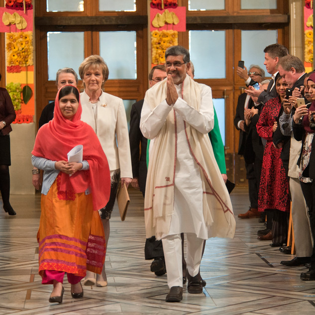 Mr. Kailash Satyarthi and fellow Nobel Peace Prize recipient receive a warm welcome at the awarding ceremony