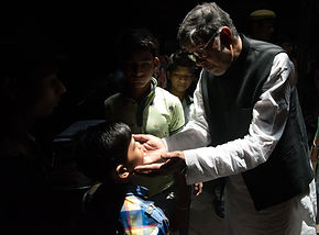 Kailash Satyarthi speaks to a child labo