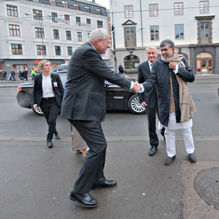 Mr. Satyarthi being greeted on his way to the Nobel Peace Prize Awarding ceremony in Oslo