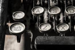 typewriter-5065594_1920.jpg