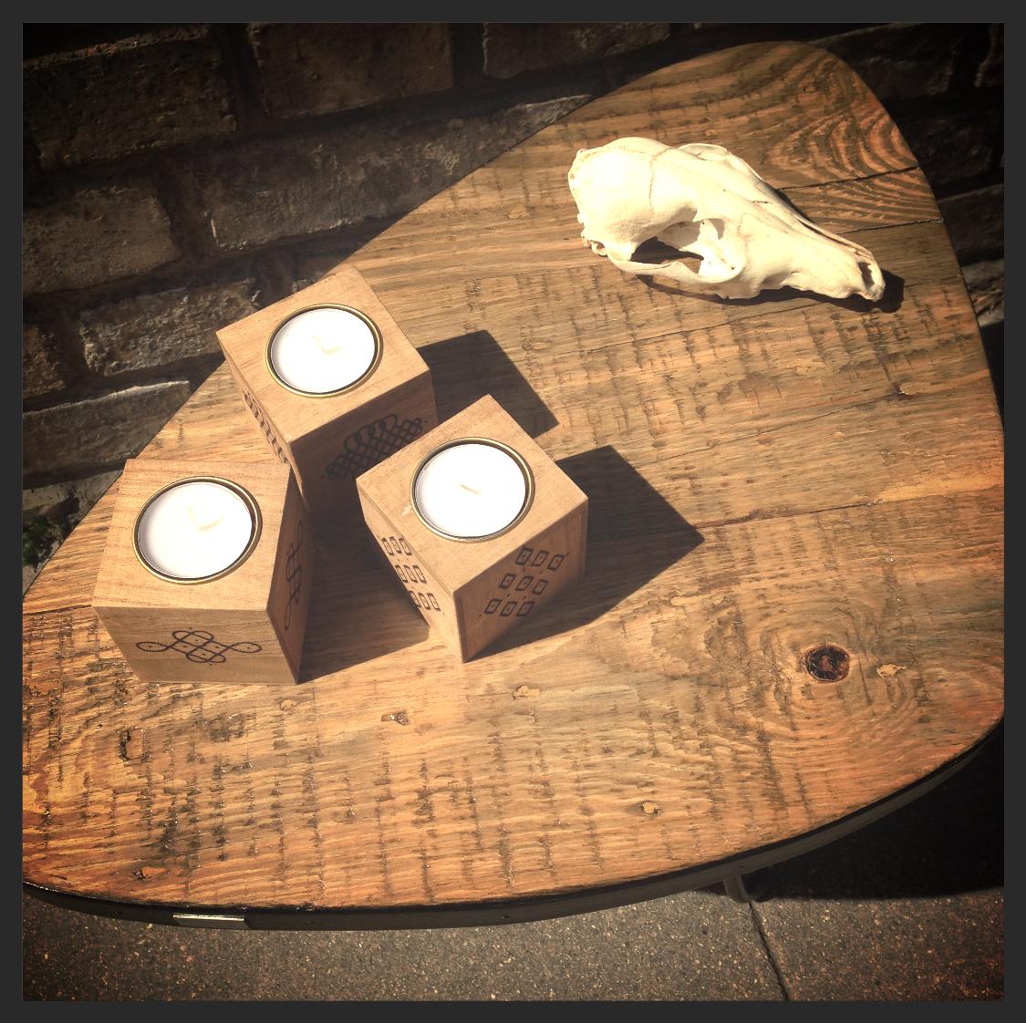 Petite table basse tripode
