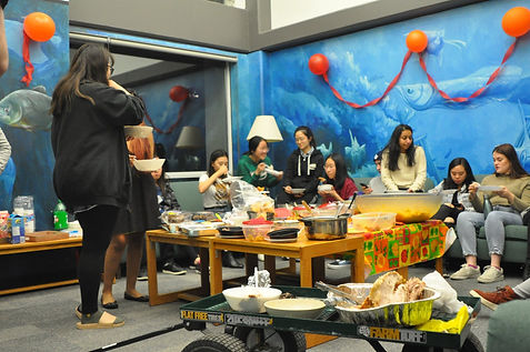 Students eating a thanksgiving feast in the Fish Bowl room, organized by the IRC