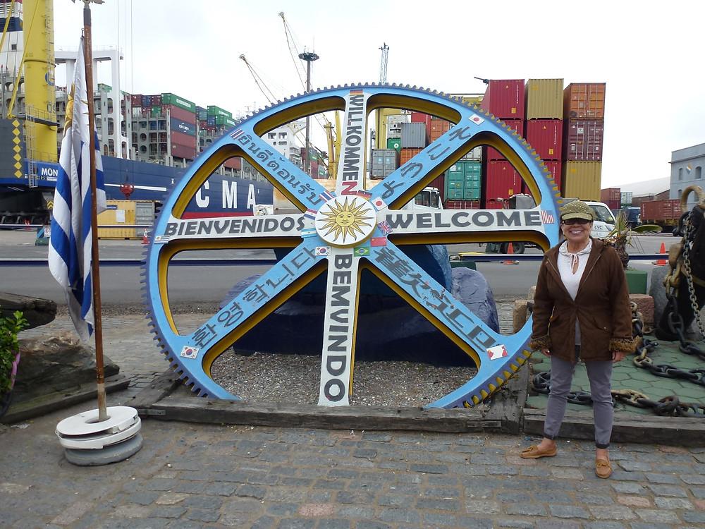 bienvenidos montevideo uruguay harbor sign