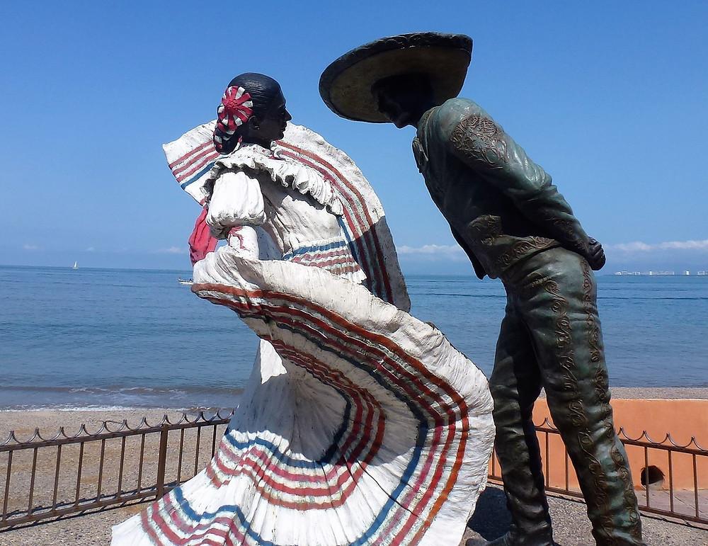Puerto Vallarta malycon Mexican dancers statue