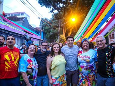 Marília Arraes prestigia blocos no Recife
