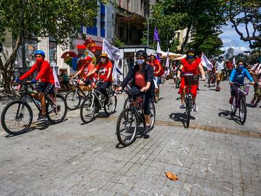 De bike, carro e barco, Marília Arraes abre campanha à Prefeitura do Recife
