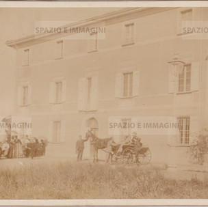 Bologna countryside, Villa Brizzi, aprile 1899. Albumen print on cardboard cm. 25x17. Unknown photographer