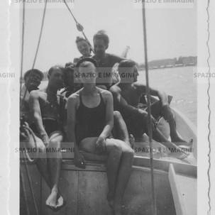 Sailing friends. Original vintage print, 1934. Gelatin silver print on baryta paper cm. 6x8,5. Found photo.