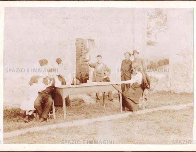 """Bologna countyside, Tableaux Vivant """" Povero Conferenziere"""", 16 maggio 1897. Albumen print on cardboard cm. 25x17. Unknown photographer."""