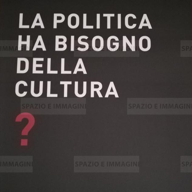 Alfredo Jaar, La politica ha bisogno della cultura?, 2008. Manifesto 100x70. Offset print on paper.