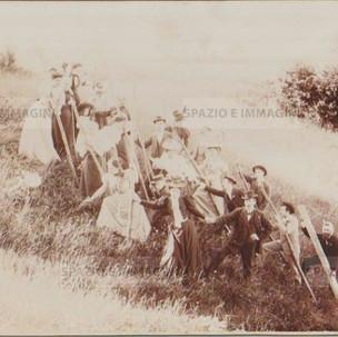 "Bologna countryside, Tableaux Vivant "" In Alto"", 16 maggio 1897. Albumen print on cardboard cm. 25x17. Unknown photographer."