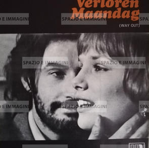 VERLOREN MAANDAG/ WAY OUT, directed by Luc Monheim, ( NL), 1974. Film brochure ( pp. 7) cm. 23x28 ( closed) cm. 46x28 ( open).
