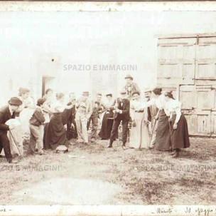 "Bologna countryside, Tableaux Vivant "" La Pentolaccia"", 30 maggio 1897. Albumen print on cardboard cm. 25x17. Unknown photographer."