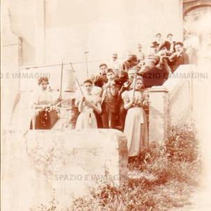 """Bologna countryside, Tableau Vivant """" Dalla Corda alla Bara"""", 16 maggio 1897. Albumen print on cardboard cm. 25x17. Unknown photographer."""