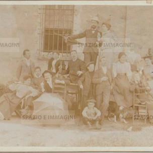 """Bologna countryside, Tableaux Vivant """" Colazione"""", 16 maggio 1897. Albumen print on cardboard cm. 25x17. Unknown photographer."""