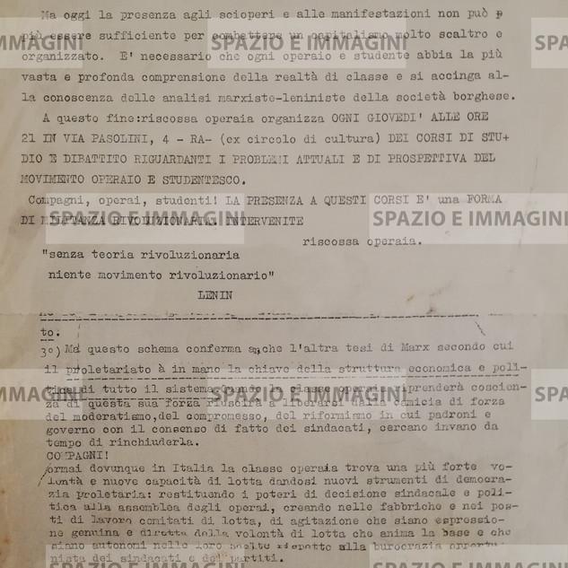 CORSI DI STUDIO E DIBATTITO RIGUARDANTI I PROBLEMI ATTUALI E DI PROSPETTIVA DEL MOVIMENTO  OPERAIO E STUDENTESCO (...). Volantino ciclostilato di 2 pagine spillate cm. 22x33 a cura di Riscossa Operaia. Supp. al n. 10 de La Voce Operaia del 15-03-1967.