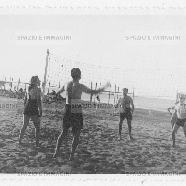 Beach volley. Original vintage print, 1940. Gelatin silver print on baryta paper cm. 13,5x 8,5. Found photo.