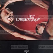LE CHAMPIGNON/ L'ASSASSINO COLPISCE PRIMA DELL'ALBA, directed by Marc Simenon, (FR-IT), 1970. Film Brochure ( pp. 6) cm. 24x32 ( closed) cm. 69x32 (open).
