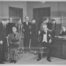 Ruggero Ruggeri and his troupe on  set, 40s.