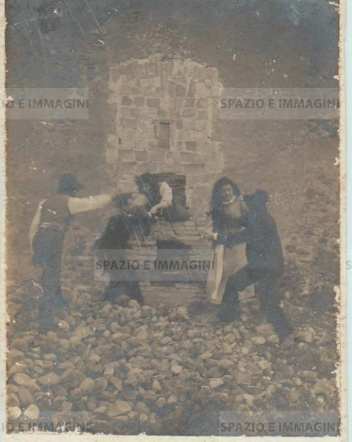 Bologna countryside, Tableaux Vivant, untitled, undated but presumibly 1897. Gelatin silver print on cardboard cm. 25x17. Unknown photographer.