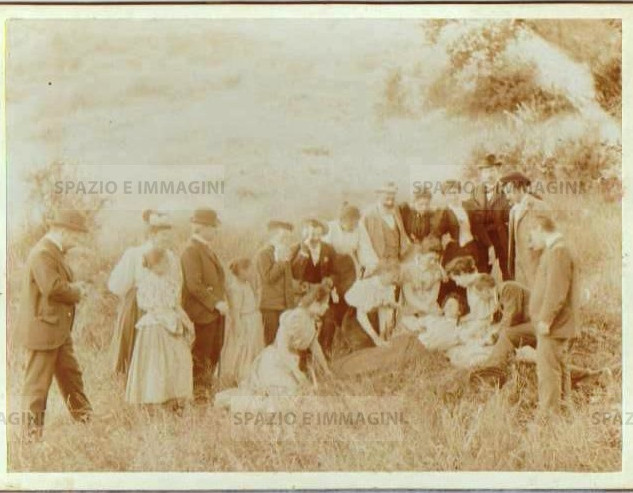 "Bologna countryside,Tableaux Vivant, ""Uno Svenimento"", 16 maggio 1897. Albumen print on cardboard cm. 25x17. Unknown photographer."