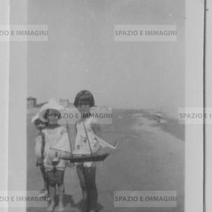 Baby girls playining with ship. Original vintage print, 30s. Gelatin silver print on baryta paper cm. 4,5x 6,5. Found photo.