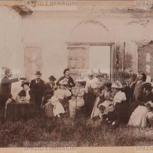 Bologna countryside, Villa Brizzi, Aprile 1899. Albumen print on cardboard cm. 25x17. Unknown photographer.