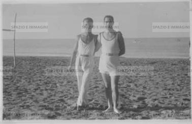 Friends on the beach. Original vintage print, 1931. Gelatin silver print on baryta paper cm. 13,5x8,5. Found photo.