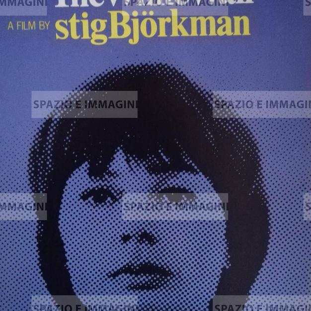 DEN VITA VAGGEN /THE WHITE WALL, Directed by Stig Bjorkman, (SW), 1975. Film brochure ( pp.2) cm. 21x30 ( closed) cm. 42x30 ( open).