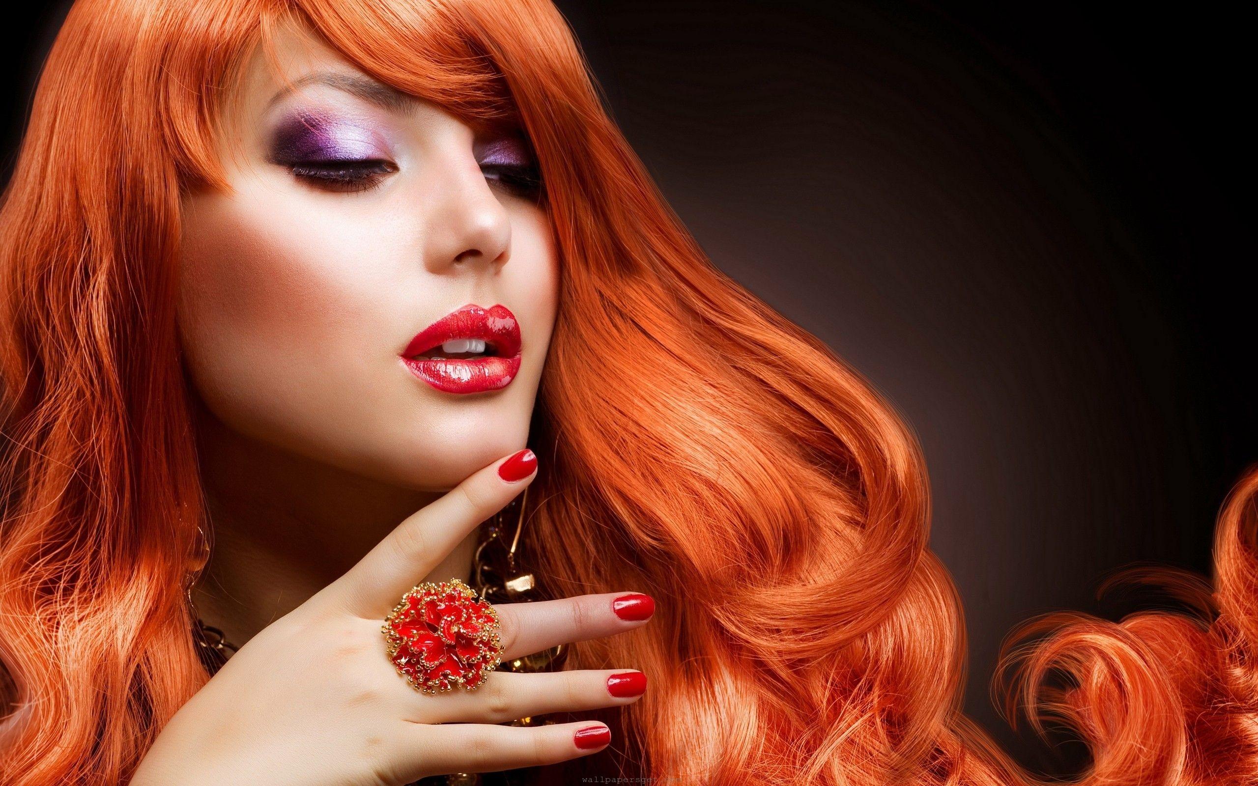 7029235-orange-hair