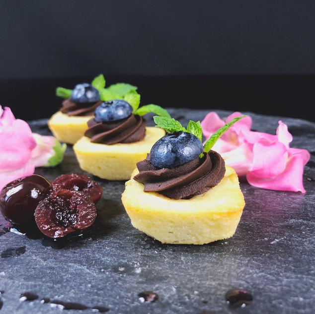 Cake-Bites mit Griotte und Schokolade