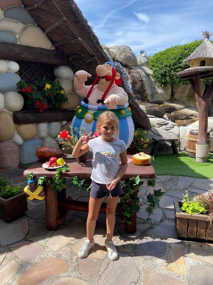 enfant au parc Astérix