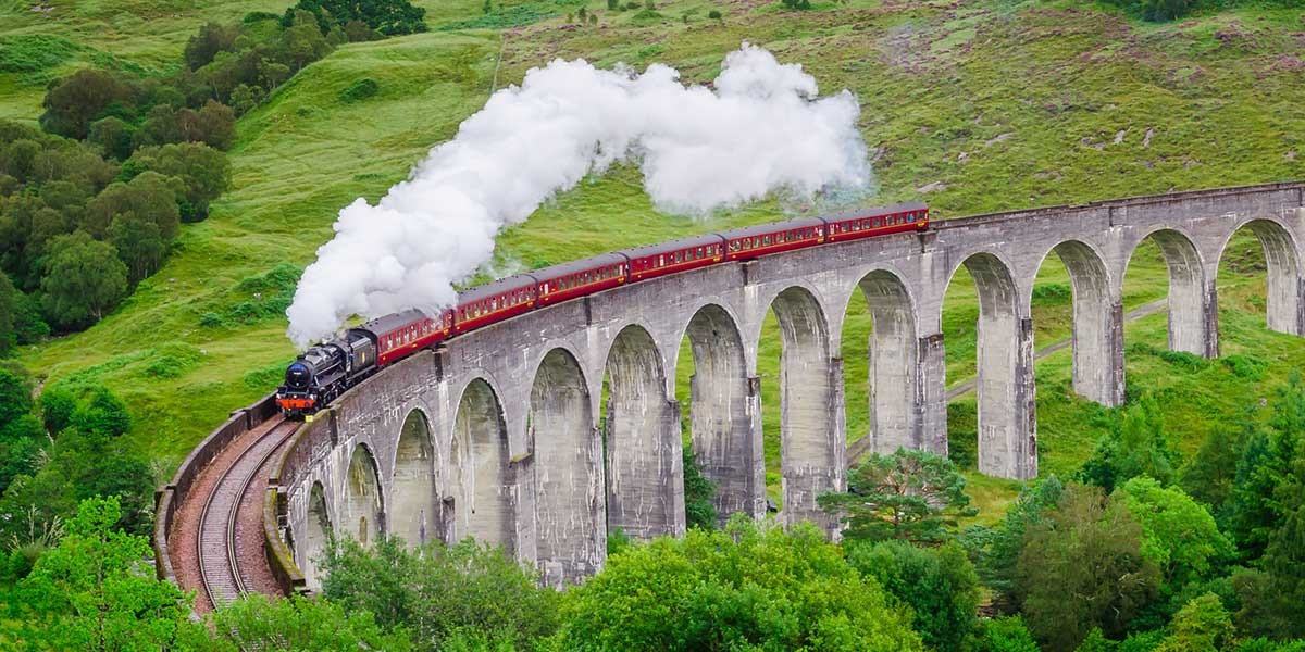 jacobite-steam-train-glenfinnan-viaduct-