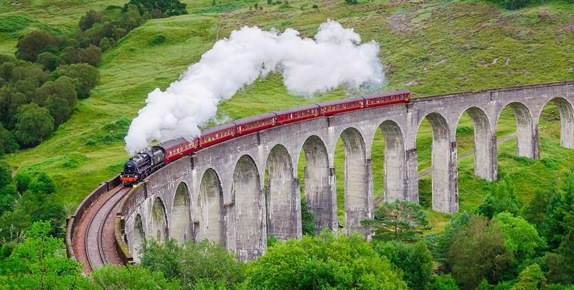jacobite-steam-train-glenfinnan-viaduct-