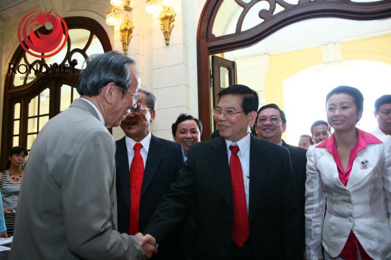 Chủ tịch nước Nguyễn Minh Triết cùng lãnh đạo cấp cao TP. Hà Nội - công ty sự kiện Rồng Việt