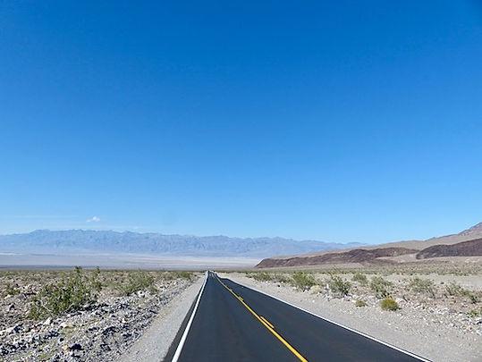 Afstandene er store i Death Valley. www.drivingusa.dk