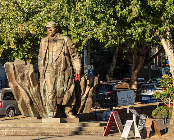 Lenin in Seattle.Jacqueline Poggi.jpg