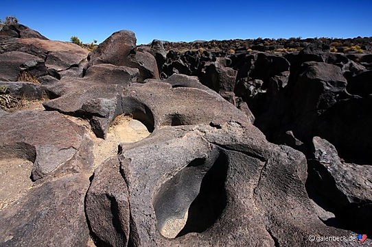Fossil Falls ligger på kanten af DeathValley. drivingusa.dk
