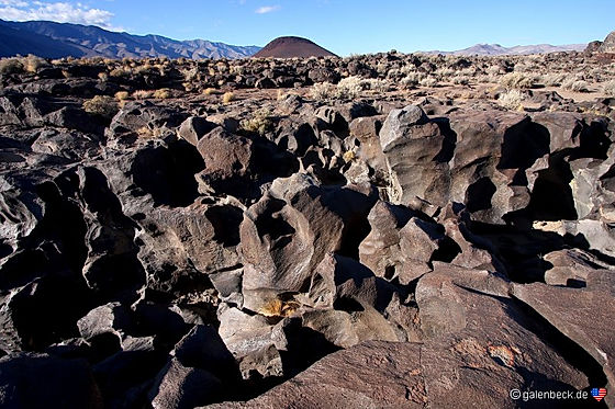 Fossil Falls. Lava skulptur