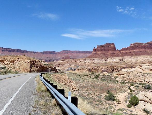 Near Hite Bridge, Utah USA. www.drivingusa.dk