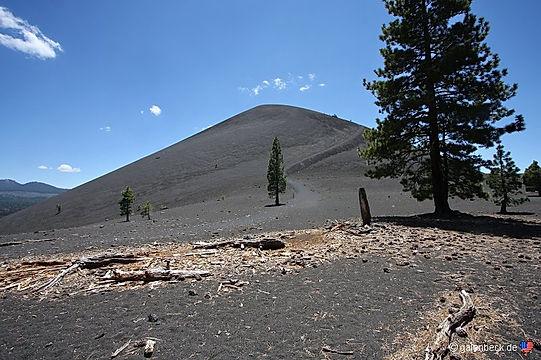 Gå ned i Cinder Cone vulkanen ved Lassen nationalpark