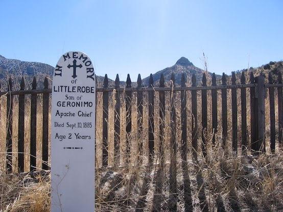 Besøg resterne af Fort Bowie, der ligger tæt på parken.