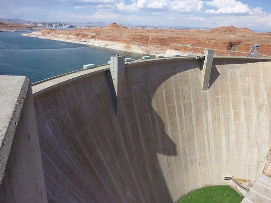 Dæmningen ved Lake Powell i Page. Roadtrip ruter og nationalparker i USA